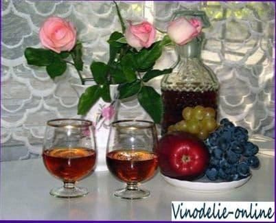 JUEGO POÉTICO Y DE IMAGINACIÓN - Página 2 Vino-iz-lepestkov-roz